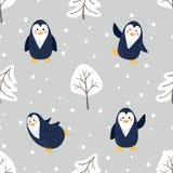 Bezszwowy wzór z śliczną kreskówka pingwinów sosną i śniegiem obrazy royalty free