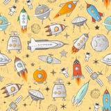 Bezszwowy wzór z astronautycznymi rakietami i innymi elementami na żółtym tle Może używać dla tapety, deseniowe pełnie Fotografia Stock