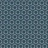 Bezszwowy wzór z białymi kwiecistymi wiankami na zmroku - błękitny tło Obrazy Royalty Free