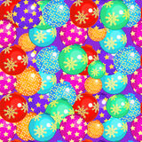 Bezszwowy wzór z Bożenarodzeniowymi piłkami na purpurowym tle Ve Obrazy Stock