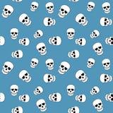 Bezszwowy wzór z czaszkami na błękicie ilustracja wektor