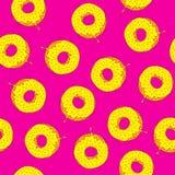 Bezszwowy wzór z donuts rysunkowy wręcza jej ranek bielizny jej ciepłych kobiety potomstwa Zdjęcia Stock
