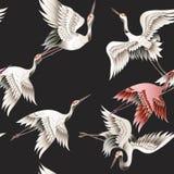 Bezszwowy wzór z Japońskim białym żurawiem w batika stylu również zwrócić corel ilustracji wektora ilustracja wektor