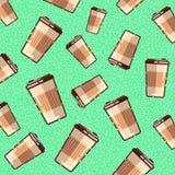 Bezszwowy wzór z kawowym takeaway na zielonym tle Obrazy Stock