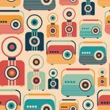 Bezszwowy wzór z kolorowymi retro radiami i kamerami Fotografia Royalty Free