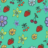 Bezszwowy wzór z kwiatami i jagodami Zdjęcia Royalty Free