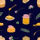 Bezszwowy wzór z miodem, chochlą, chlebów plasterkami, honeycomb, koniczyną, słojem i baryłką na ciemnym tle, barwiona ręka ilustracji