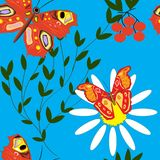 Bezszwowy wzór z motylami, niebieskim niebem i stokrotkami, royalty ilustracja