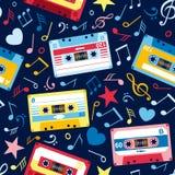 Bezszwowy wzór z muzycznymi notatkami i starą kasetą Obraz Royalty Free