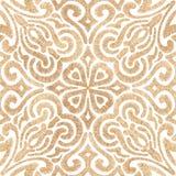 bezszwowy złoty wzoru Koronkowy upiększony ornament na biali półdupki royalty ilustracja