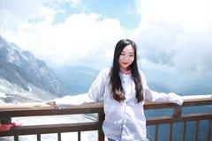 Beztroska Chińska piękno wycieczki turysycznej chabeta smoka śniegu góra Zdjęcia Stock