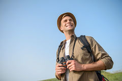 Beztroski poszukiwacz przygód cieszy się naturę Zdjęcie Royalty Free