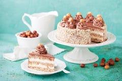 Bezy hazelnut tort z czekoladową śmietanką zdjęcia stock