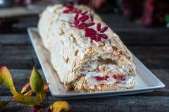 Bezy rolki tort wciąż życie jedzenie Anna Pavlova deser Jarosza tort Jagodowy Curd Niskotłuszczowy deser Żywienioniowy deser Tort obrazy stock