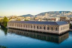 BFM, tour de cathédrale et Rhône, Genève au coucher du soleil Images libres de droits