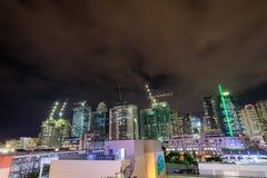 BGC, σφαιρικοί ουρανοξύστες πόλεων Bonifacio τη νύχτα στις 10 Οκτωβρίου 2017 Στοκ Εικόνες