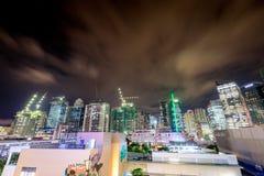 BGC, σφαιρικοί ουρανοξύστες πόλεων Bonifacio τη νύχτα στις 10 Οκτωβρίου 2017 Στοκ Φωτογραφίες