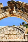 Båge av templet av hadrian i ephesus Arkivfoto