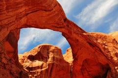 bågen välva sig den dubbla nationalparken under Royaltyfri Foto
