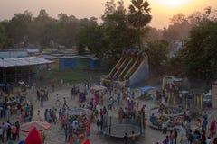 Bhadarsa, een opgeheven mening van een festival die NANDIGRAM BHARATKUND omringen royalty-vrije stock afbeelding