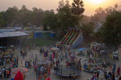 Bhadarsa, una vista elevada de un festival que rodea NANDIGRAM BHARATKUND imagen de archivo libre de regalías