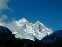 bhagirathi喜马拉雅山山 免版税库存图片