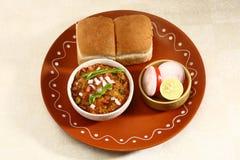 Bhaji Chaat, piatto indiano del Pav del curry Immagini Stock Libere da Diritti