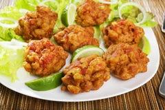 印第安开胃菜葱Bhajis 免版税图库摄影