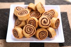 Bhakarwadi, τριζάτες τηγανισμένες σπείρες ζύμης, μπισκότα Pinwheel στοκ εικόνες με δικαίωμα ελεύθερης χρήσης