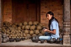 bhaktapur女工匠尼泊尔尼泊尔 免版税库存图片