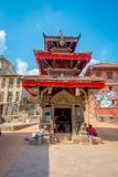 BHAKTAPUR,尼泊尔- 2017年11月04日:古老印度寺庙在Durbar广场在Bhaktapur,这是有更多的城市 免版税库存照片
