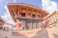 BHAKTAPUR,尼泊尔- 2017年11月04日:古老印度寺庙在Durbar广场在Bhaktapur,这是有更多的城市 图库摄影