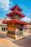 BHAKTAPUR,尼泊尔- 2017年11月04日:古老印度寺庙在Durbar广场在Bhaktapur,这是有更多的城市 免版税库存图片