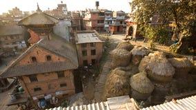 BHAKTAPUR, НЕПАЛ - дом непальца в центре города Стоковое Изображение