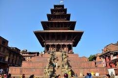 Bhaktapur Durbar游览和购物的广场市场 免版税库存图片