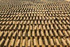 BHAKTAPUR, NÉPAL - usine locale sur place de brique Photos stock