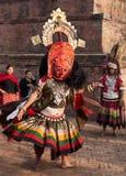 BHAKTAPUR, NEPAL - APRIL 19, 2013: De onbekende Lama voert een ritu uit Royalty-vrije Stock Foto's