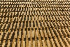 BHAKTAPUR, NEPAL - fábrica local in situ del ladrillo Imagen de archivo