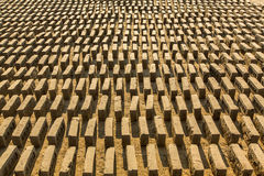 BHAKTAPUR, NEPAL - lokale Ziegelstein-Fabrik vor Ort stockfotos