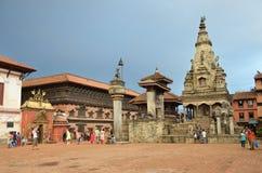 Bhaktapur, Nepal, Wrzesień, 28, 2013, Nepalska scena: Turysty wa Obrazy Stock