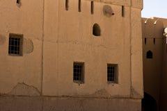 Bhala堡垒麝香葡萄阿曼古老堡垒著名为用于内部和外部的建筑老建筑学 免版税图库摄影
