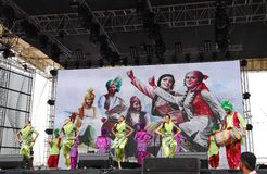 Bhangra印度的帝国马戏团执行在惯例1 2013年,巴林 库存照片