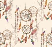 Böhmischer Traumfänger mit Perlen und Federn, nahtloses Muster Stockfotografie