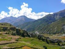 Bhraka wioska i Annapurna, Nepal Zdjęcia Stock