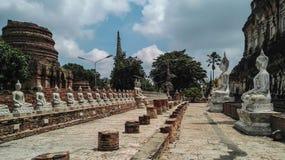 Bhuda sclupturesammanträde för ber Royaltyfri Fotografi