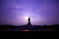 Bhudda στο λυκόφως της Ταϊλάνδης Στοκ Φωτογραφία