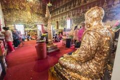 Bhuddist machen Anbetung im thailändischen Tempel Lizenzfreie Stockfotografie