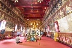 Bhuddist machen Anbetung im thailändischen Tempel Stockfotos