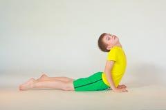 Bhudzhangasana yoga royaltyfria bilder
