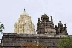 Bhuleshwar寺庙,有伊斯兰教的建筑学的与圆顶, Yavat希瓦寺庙 免版税库存照片
